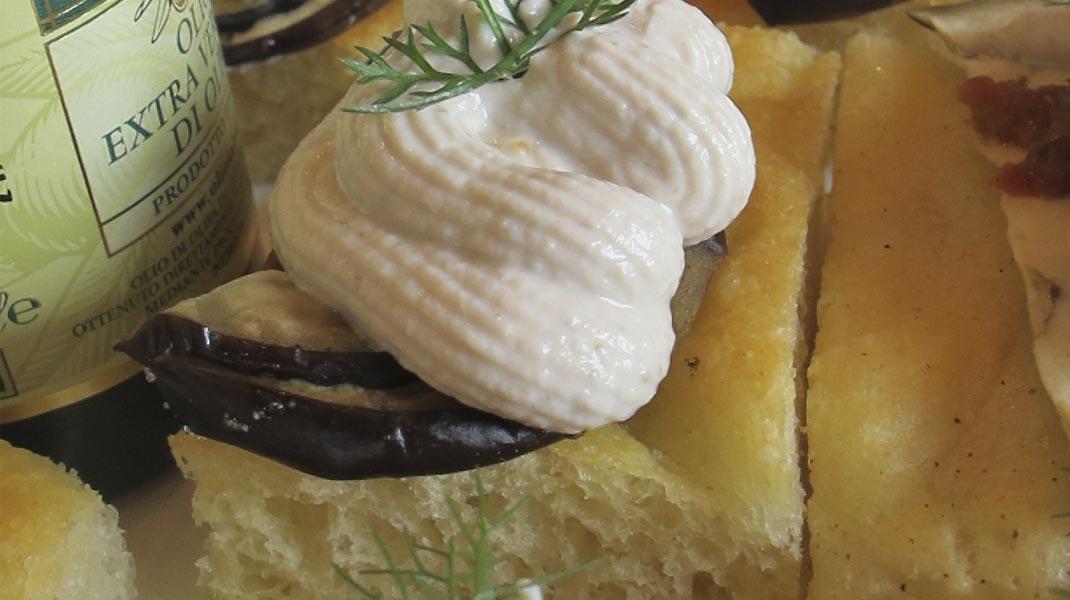focaccina-melanzane-olive-tonno